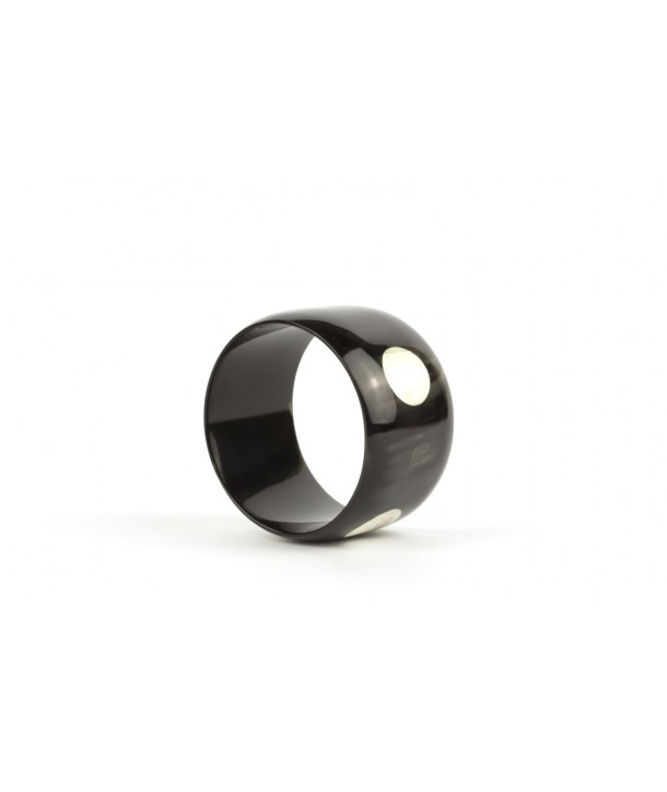 Broad bracelet in plain black horn with white dots