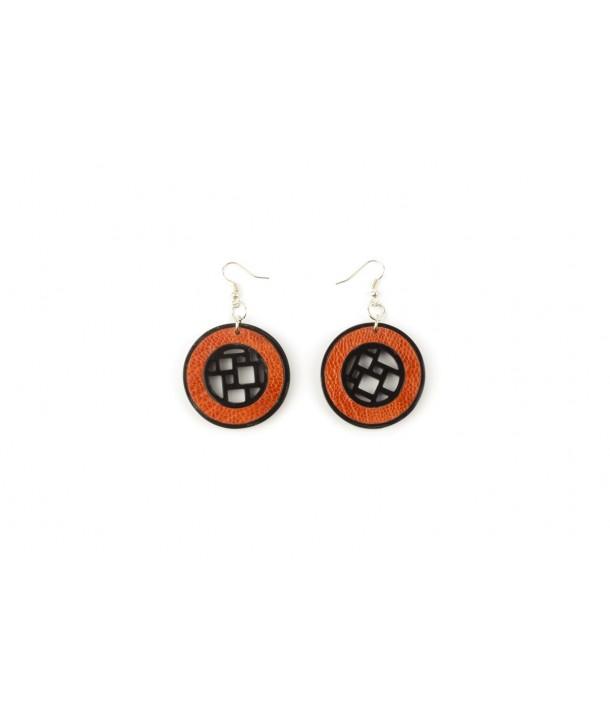 Boucles d'oreilles damier en corne blonde cerclée de cuir d'autruche orange
