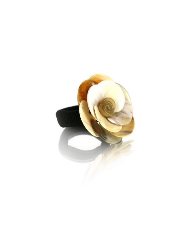 Chouchou fleur camelia en corne blonde