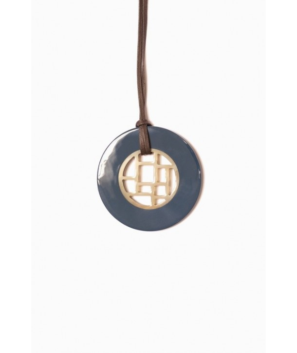 Checkered pendant circle with marbled black horn and gray blue lacquer