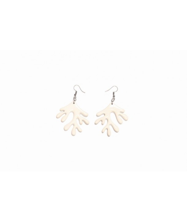 Coral earrings in plain black horn and ivory lacquer