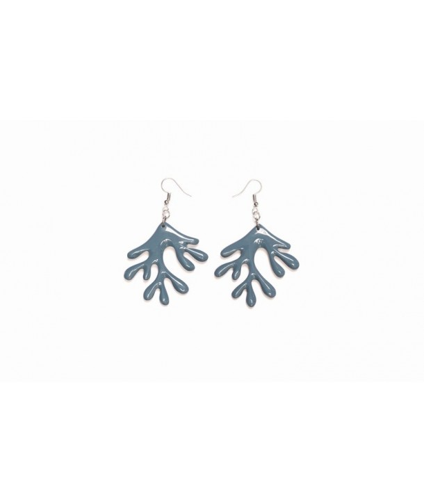 Coral earrings in plain black horn and gray blue lacquer
