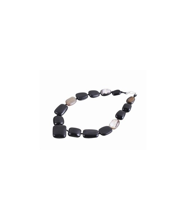 Pebbles necklace in black and marble horn