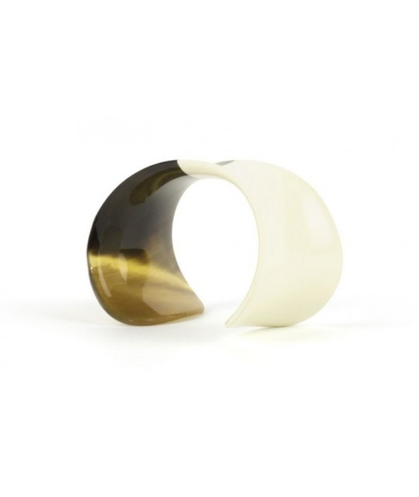 Curved open bracelet with ivory lacquer
