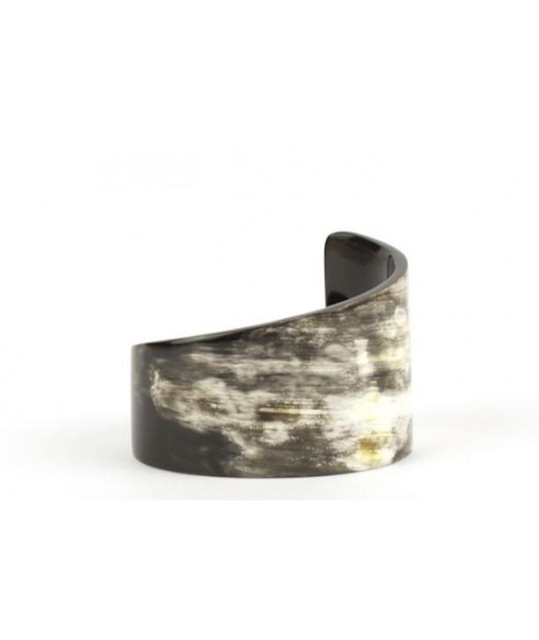 Comma bracelet in marbled black horn
