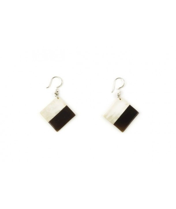 Square earrings in blond and black horn