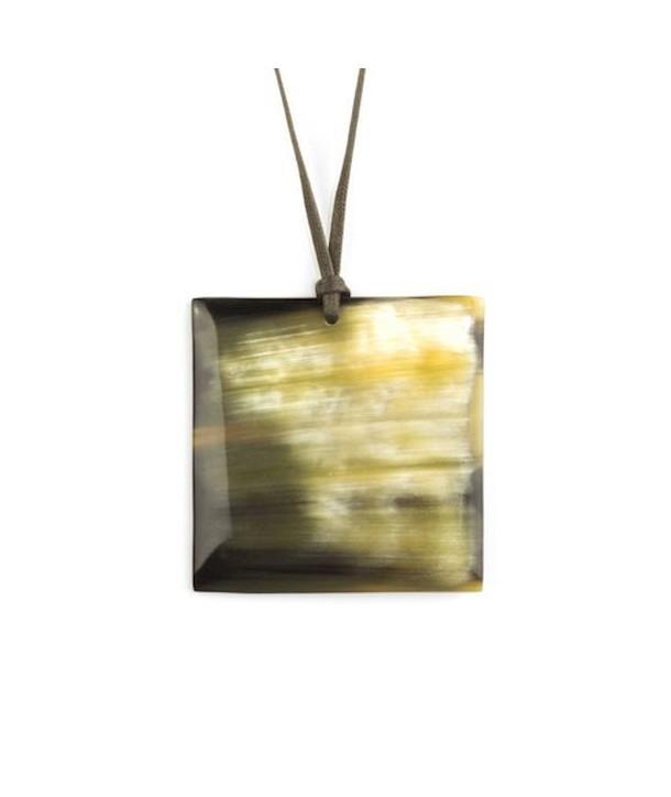 Pendentif carré en corne noire marbrée