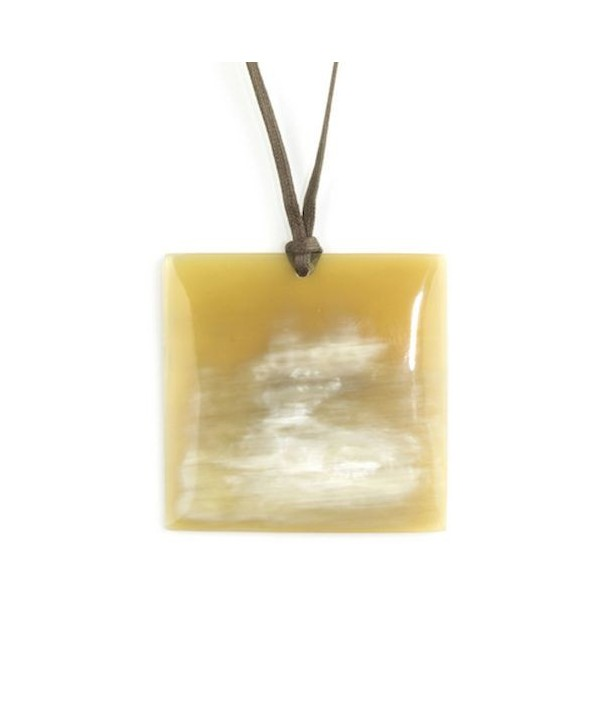 Square pendant in blond horn