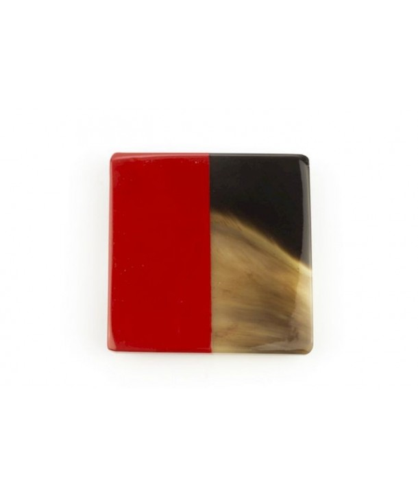 Red lacquered square brooch
