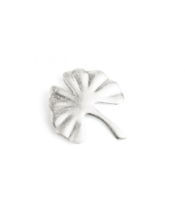Broche gingko laquée argent