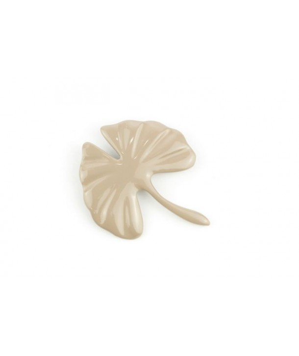cream coffee lacquered gingko brooch