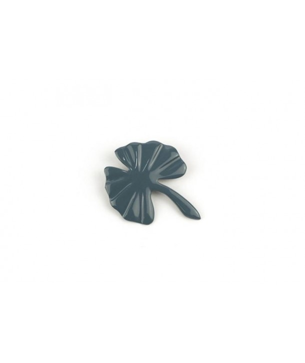 Gray-blue lacquered gingko brooch
