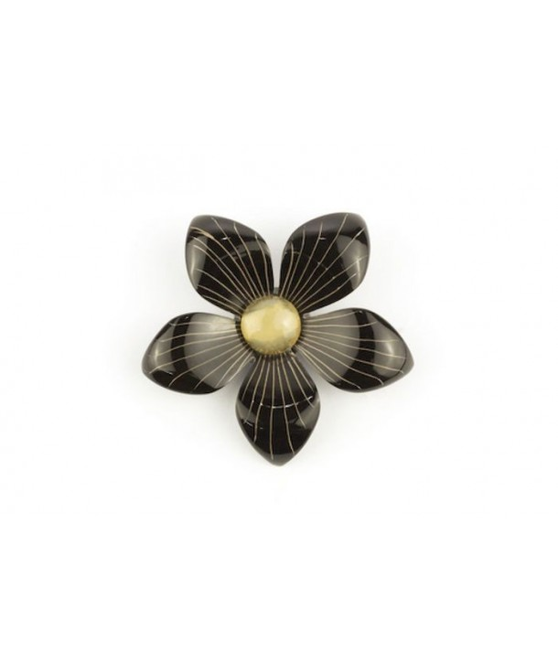 Two-tone flower brooch in plain black horn