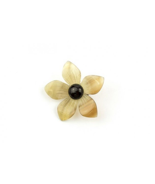 Two-tone flower brooch in blond horn