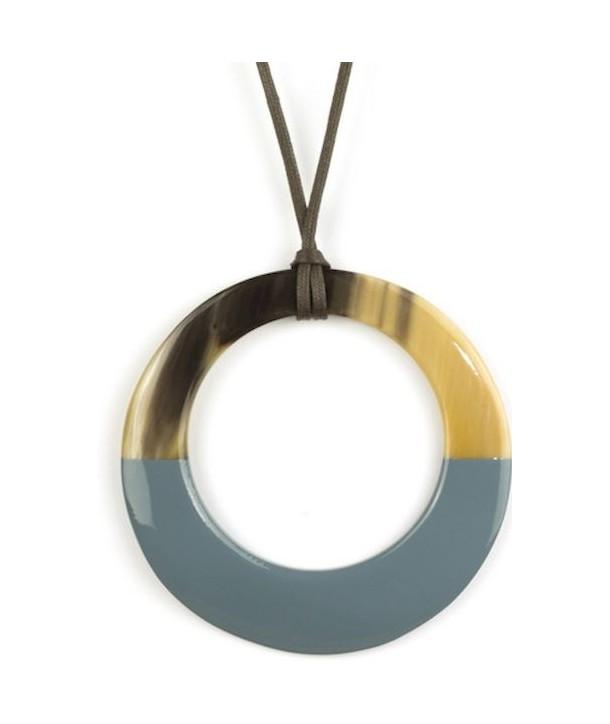 Pendentif grand anneau irrégulier laqué gris-bleu