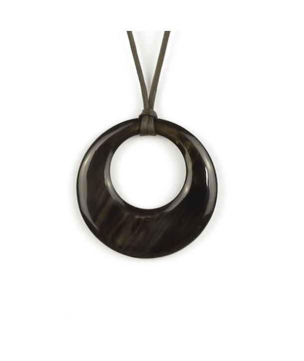Pendentif petit anneau irrégulier en corne noire unie