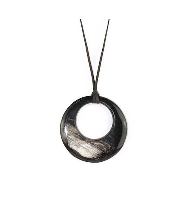 Pendentif petit anneau irrégulier en corne noire marbrée