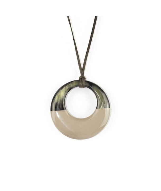 Pendentif petit anneau irrégulier laqué café crème