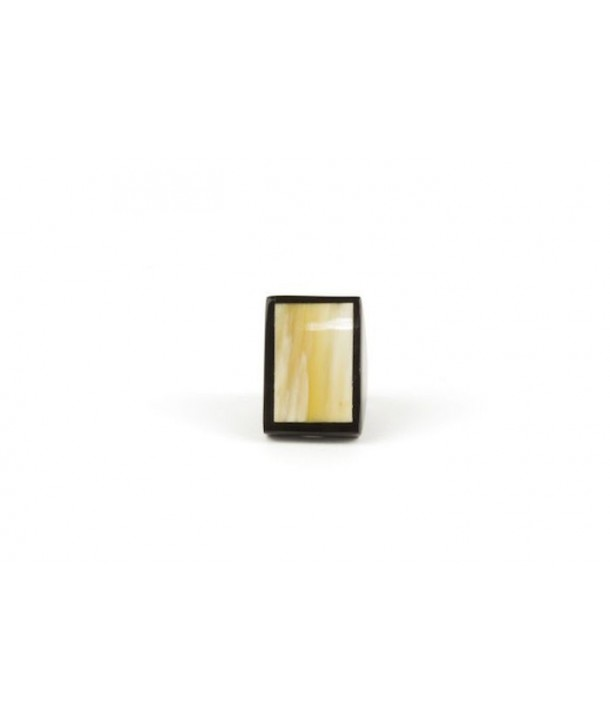 Square ring in blond and black horn