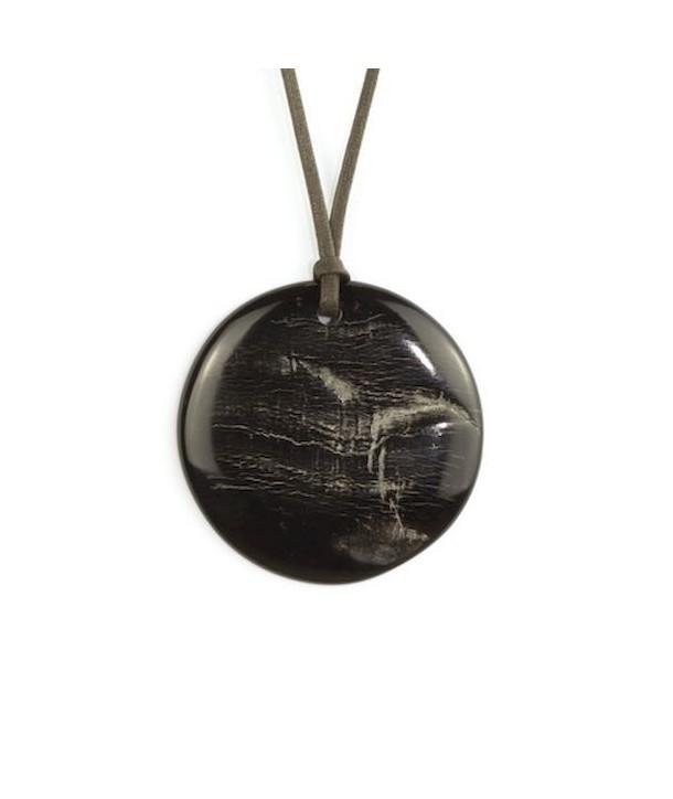 Disc pendant in raw black horn