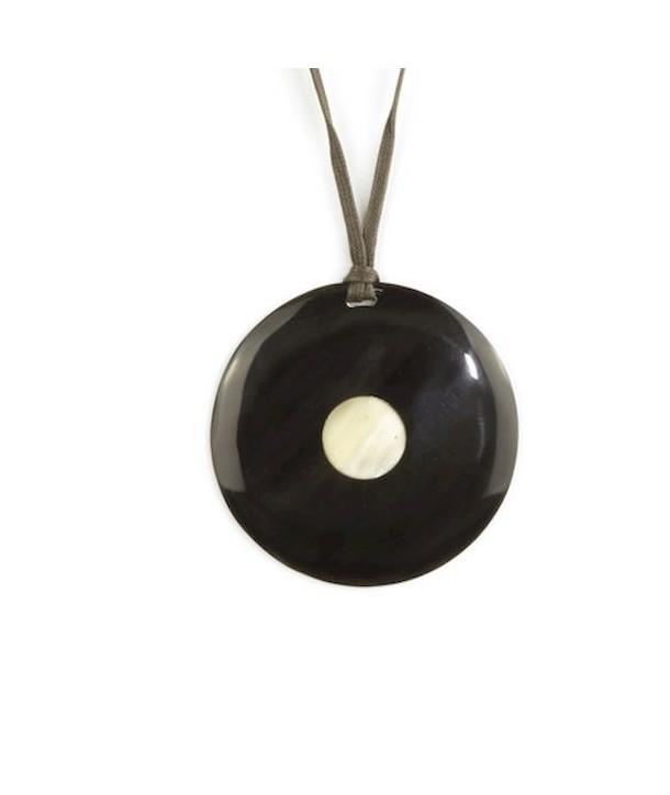 Pendentif disque pois central en corne noire unie