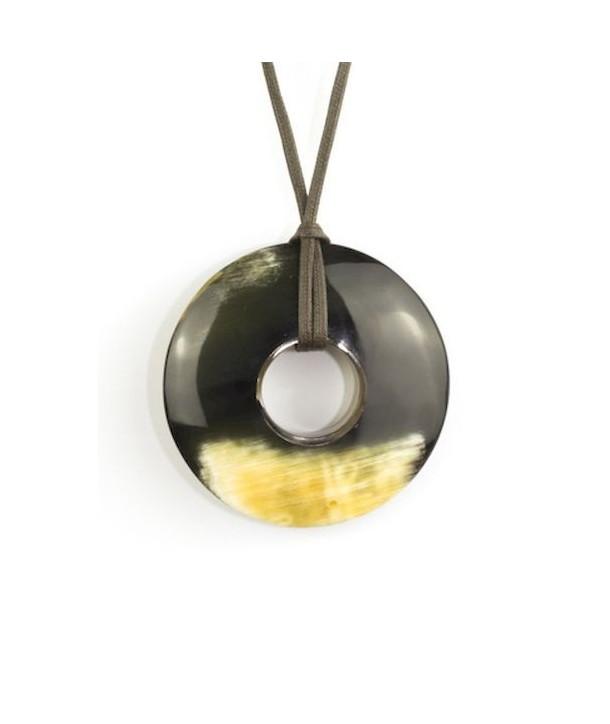 Pendentif anneau épais en corne noire marbrée
