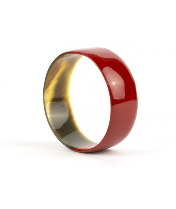 Red lacquered flat bracelet in horn