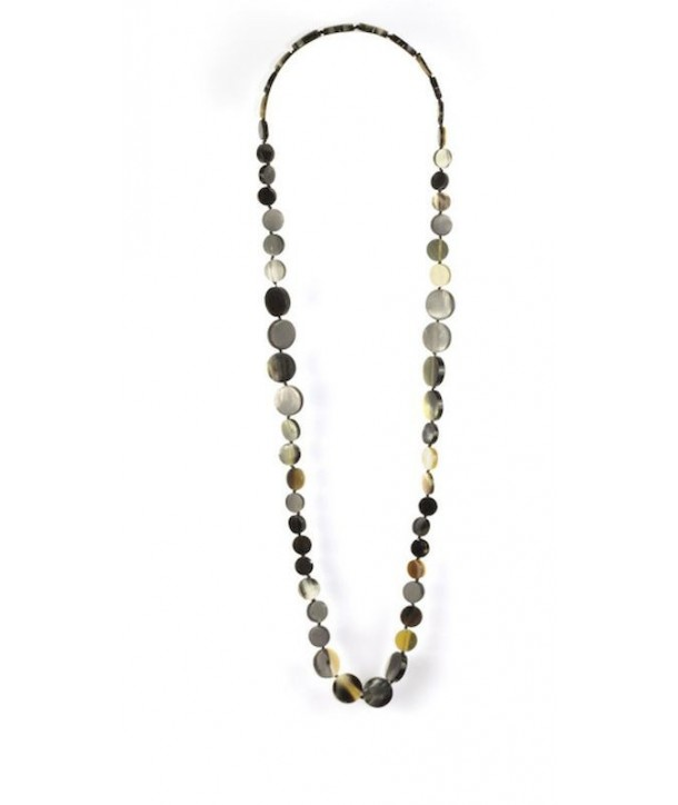 Round pastilles long necklace in marbled black horn