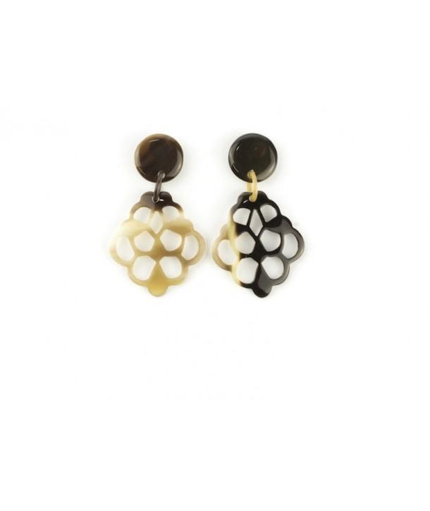 Lace-shaped earrings in hoof