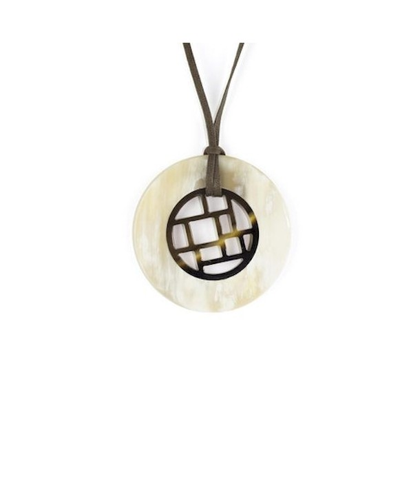Checkered pendant circled with blond horn