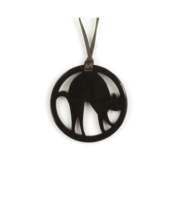 Cat shape pendant in plain back horn