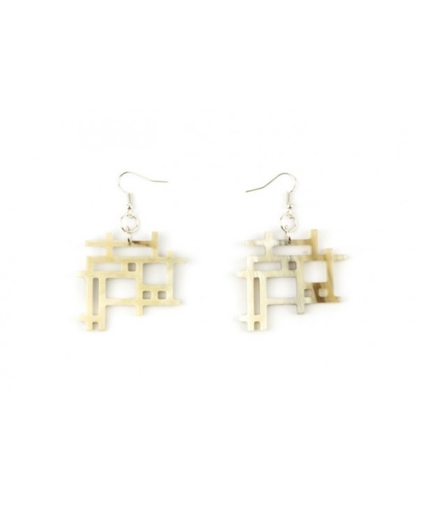 Checkered earrings in blond horn