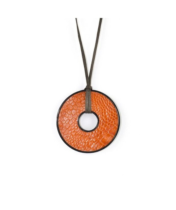 Round pendant in black horn set with orange ostrich leather