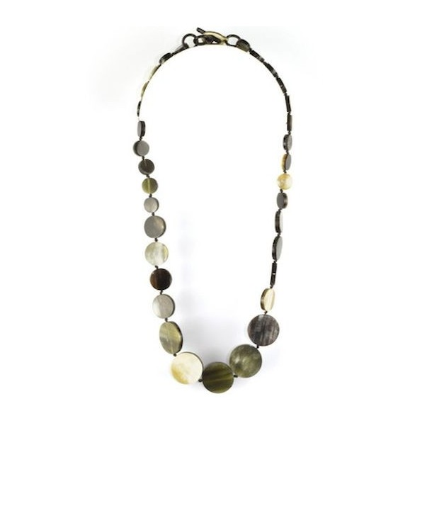 Round pastilles necklace in marbled black horn