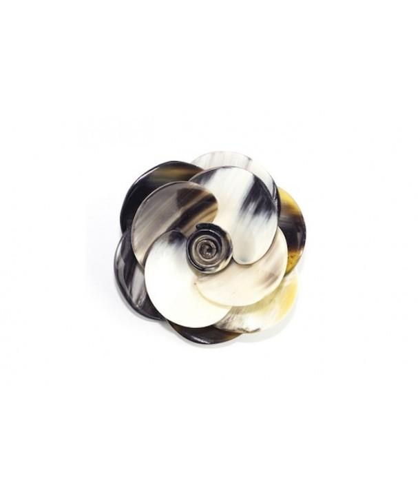 Broche fleur en corne noire marbrée