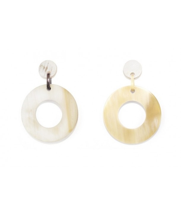 Wide ring earrings in blond horn