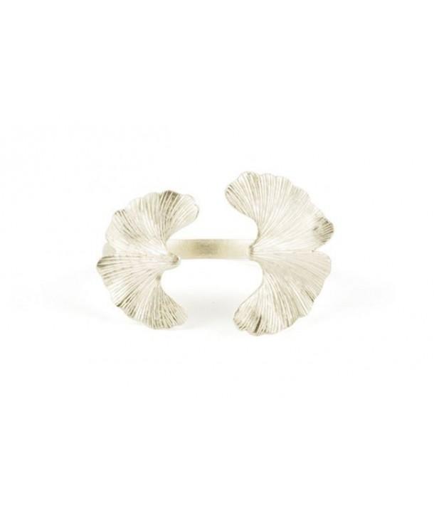 Outside-ward gingko bracelet in silvery metal