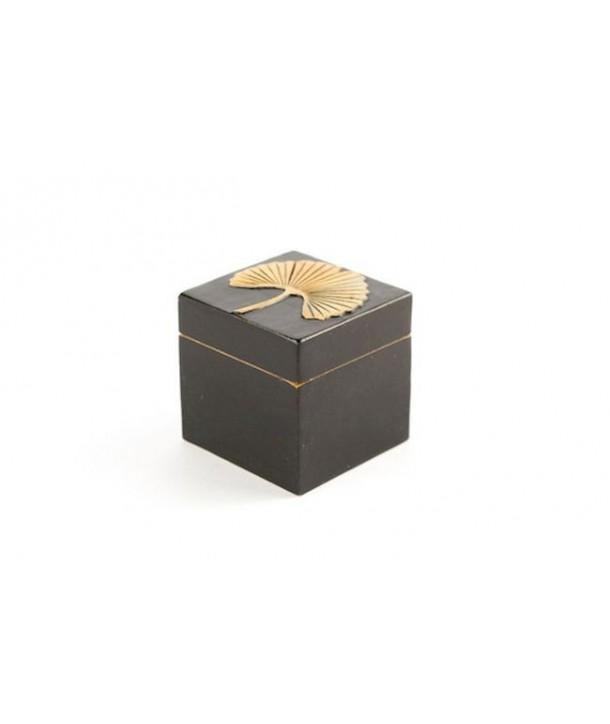 Petite boîte cube gingko en pierre fond noir