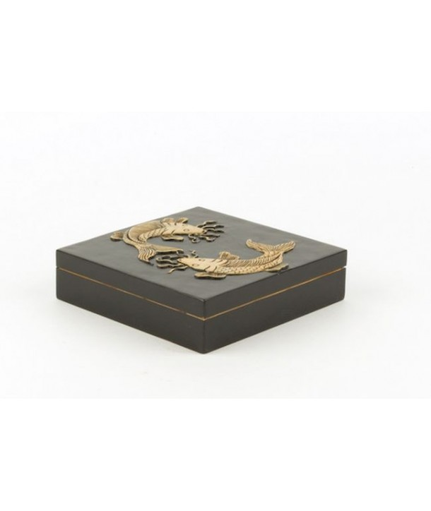 Grande boîte carrée carpes en pierre fond noir