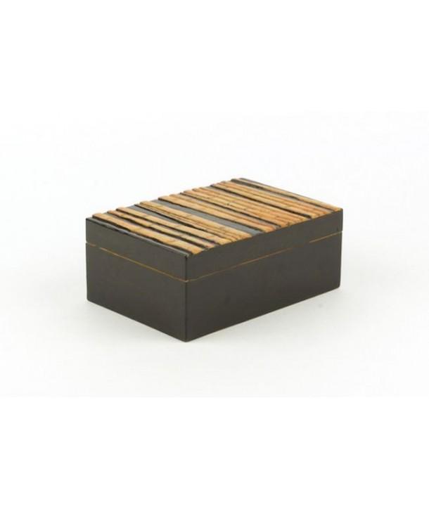 Boîte rectangulaire forêt de bambou en pierre fond noir
