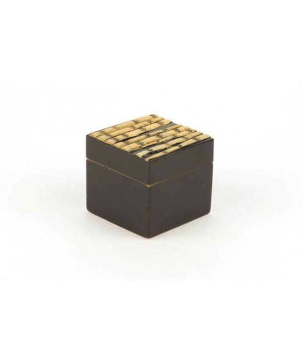 Petite boîte cube forêt de bambou en pierre fond noir