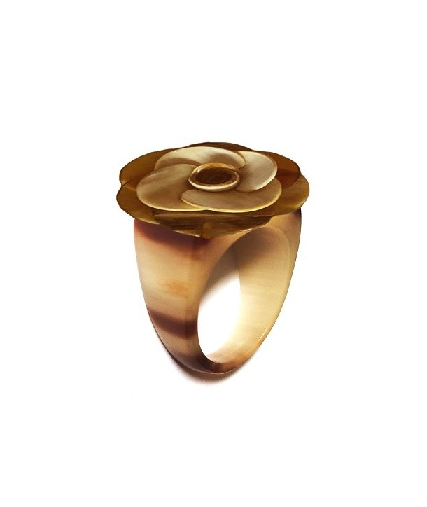 Ring flower in marble African horn