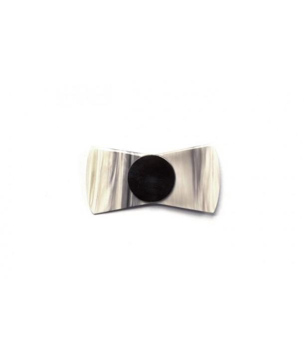 Broche noeud en corne blonde avec une perle en corne noire