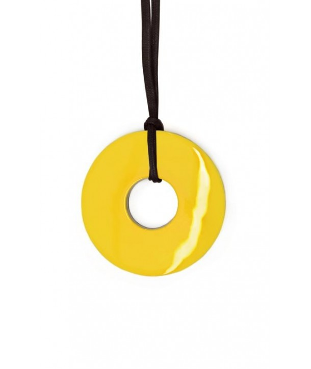 Thick ring pendant with yellow and gray lacquer