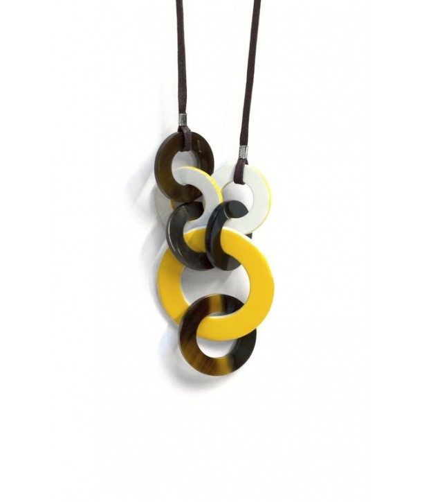 Destructured necklace with yellow and gray lacquer