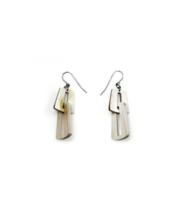 Link earrings in blond horn