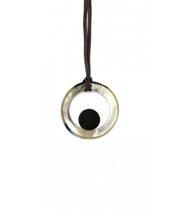 Ring Pendant in blond horn with a small black disc