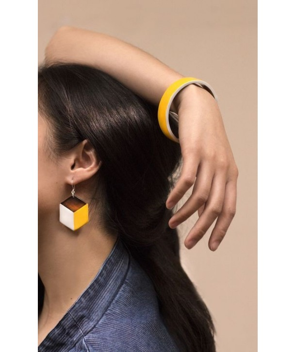 Horn bracelet with yellow and gray lacquer in Size S