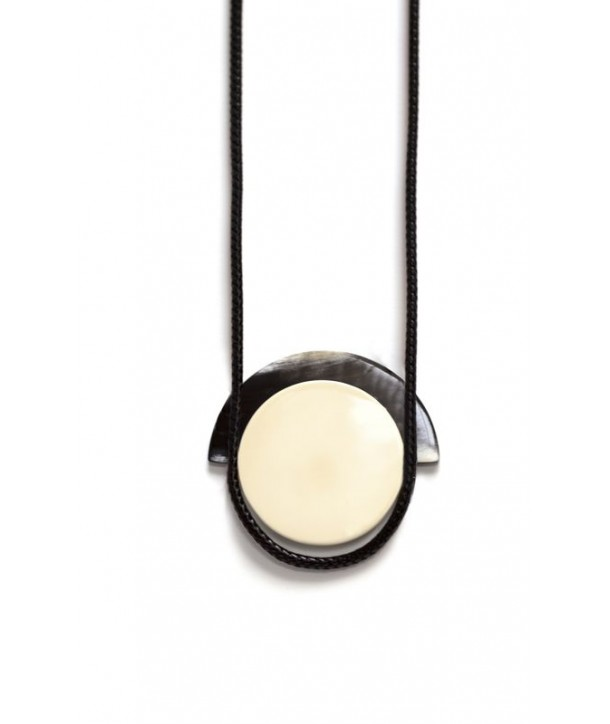 Dome pendant in horn and ivory lacquer