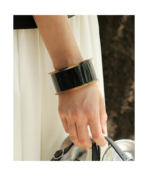 Open bracelet reel in plain black horn